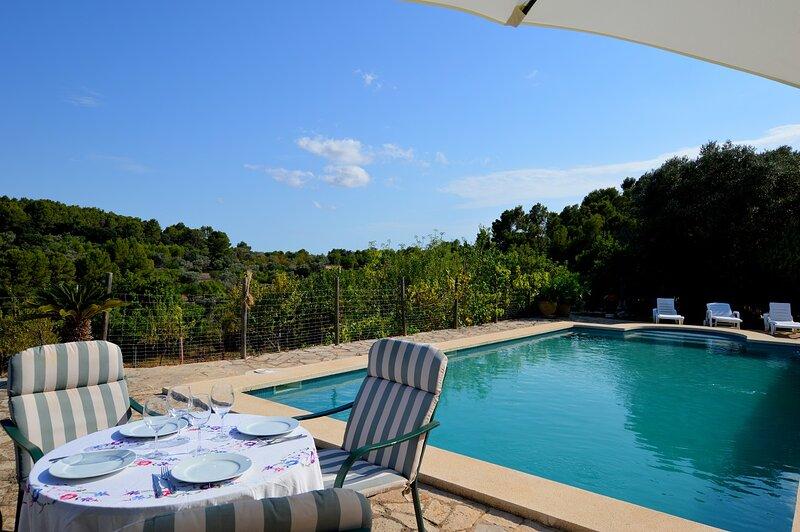 Bonito apartamento con piscina y espectaculares vistas, aluguéis de temporada em Mancor de la Vall