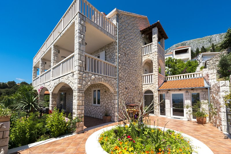Villa with private pool and astonishing sea view, vacation rental in Mlini