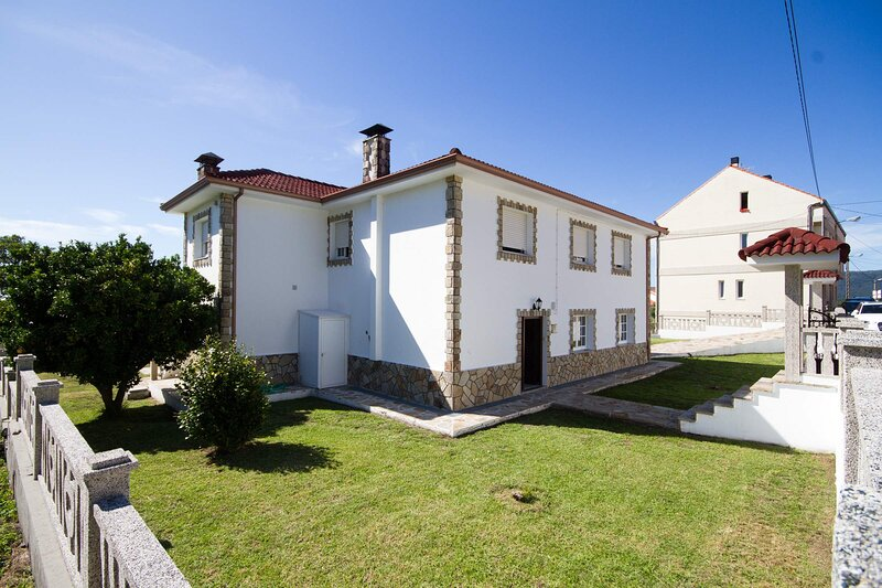 House - 4 Bedrooms - 101886, holiday rental in A Virxe Do Camino