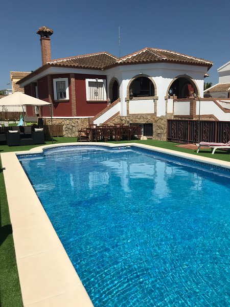 Casa Sophia, large villa with pool and new to the rental market., vacation rental in La Pinilla
