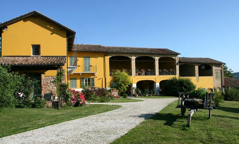 Pet and Breakfast - alloggio per vacanza a 2 e  4 zampe, vacation rental in Province of Asti