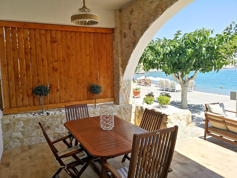 Relax Seaside House is a holiday home , 10 meters from the beach of Haraki, holiday rental in Charaki