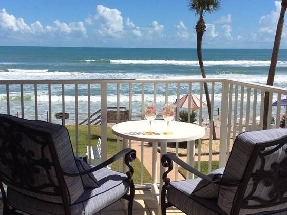 New Smyrna Beach Oceanfront Bungalow 201, location de vacances à Edgewater