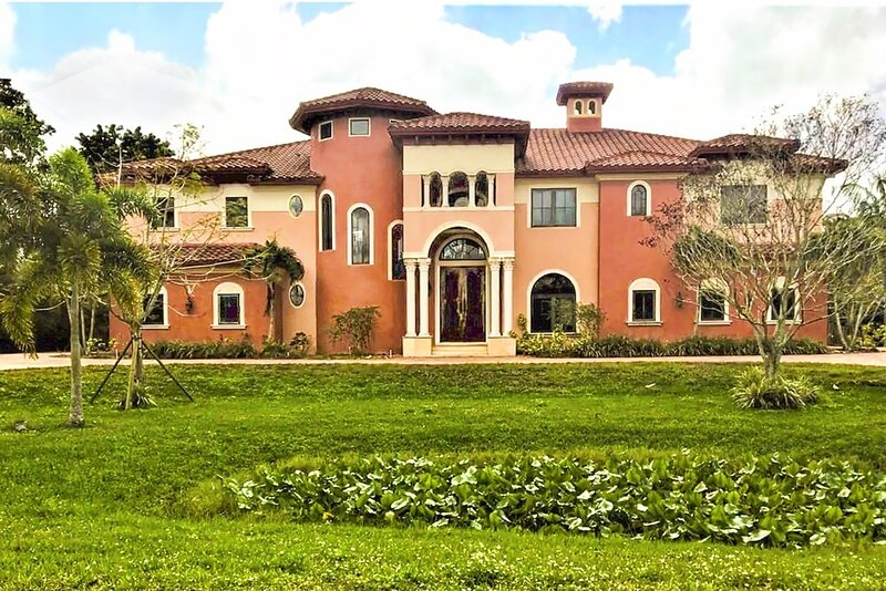 Chateau Paradiso Plantation Mansion, holiday rental in Green Meadow