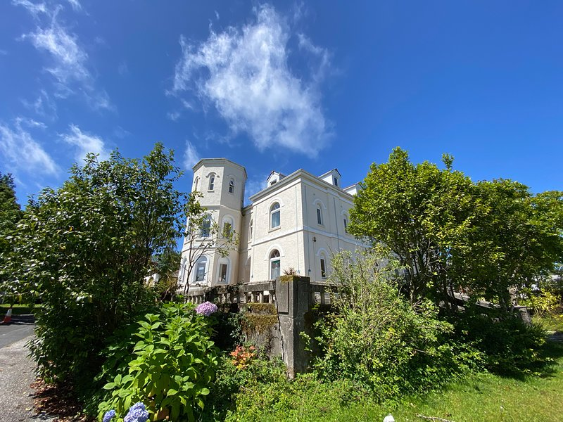 The Snug Apartment at Castle holiday park, holiday rental in Roche