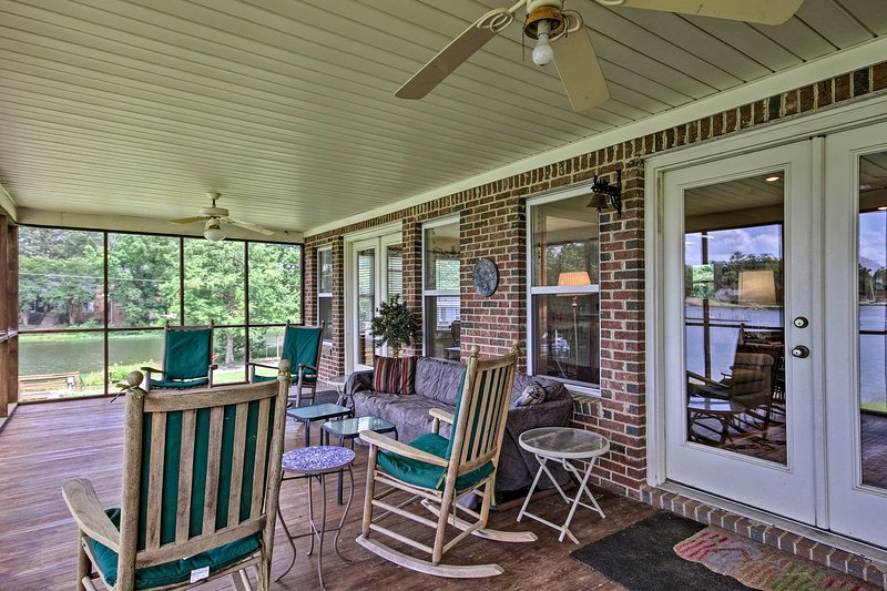 Screened Porch | Outdoor Seating