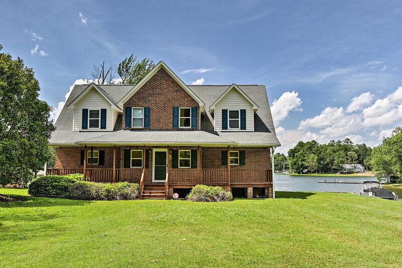 NEW! Waterfront Home on Lake Murray w/Dock + Porch, holiday rental in Prosperity