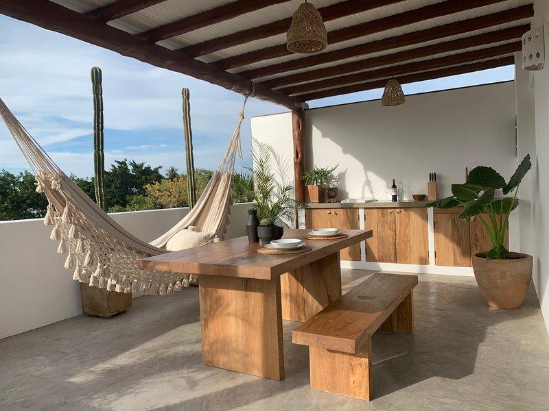 Mi Lugar Stylish couple getaway rooftop/pool, alquiler de vacaciones en Sayulita
