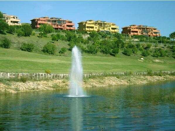 Piso con vistas en Urbanización Doña Julia, vacation rental in Casares del Sol
