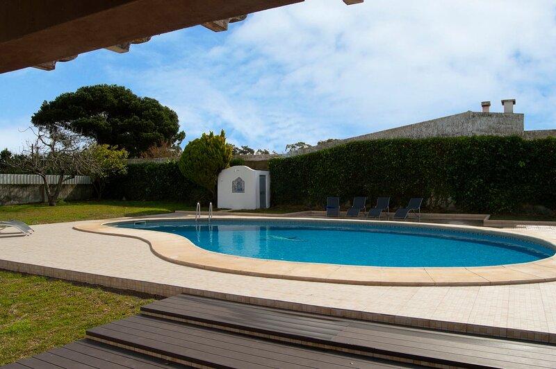 Beachhouse Villa - That Home Feeling at the Beach, holiday rental in Alfarim