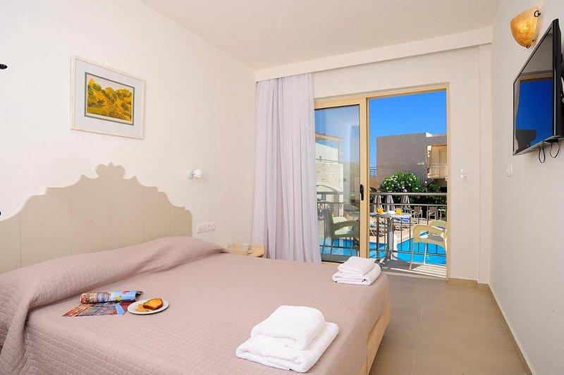 Maravel Star Art Hotel - Beautiful Room at the Beach, holiday rental in Adelianos Kampos