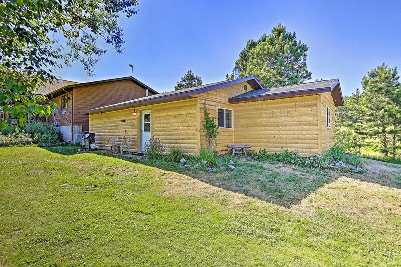 Cozy Black Hills Cabin by Hiking & ATV Trails!, vacation rental in Black Hawk