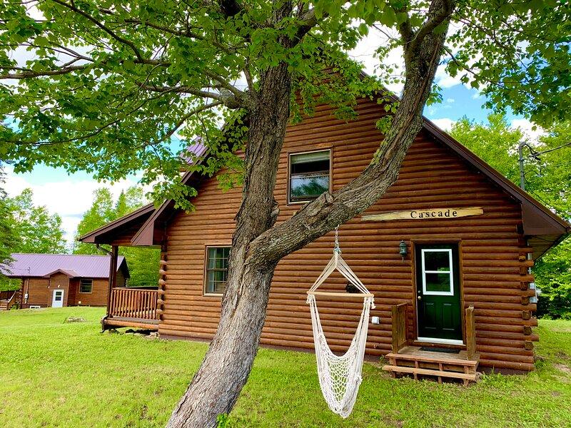 Cascade Cottage at FOUR Nature Resort, aluguéis de temporada em Miramichi
