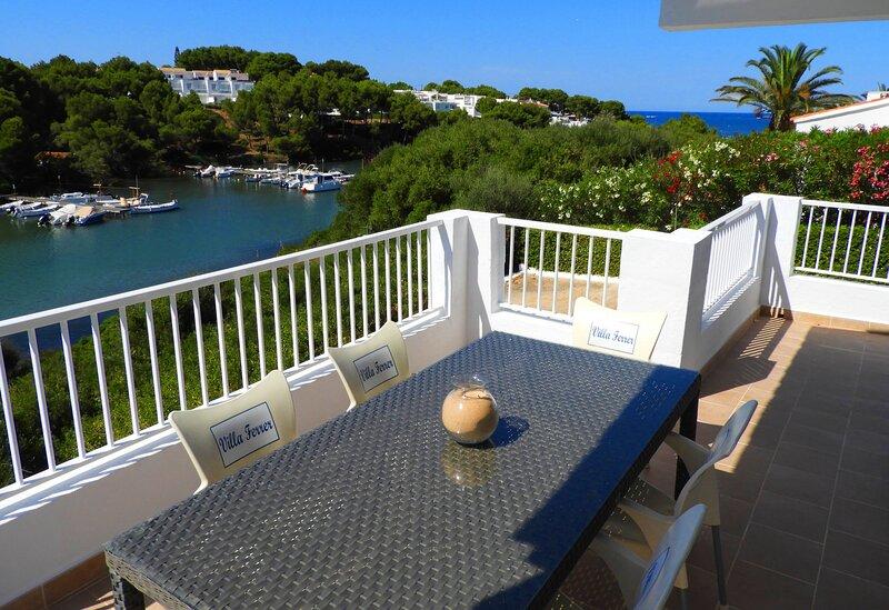 Chalet con apartamento y piscina privada, WiFi gratis, location de vacances à Es Grau