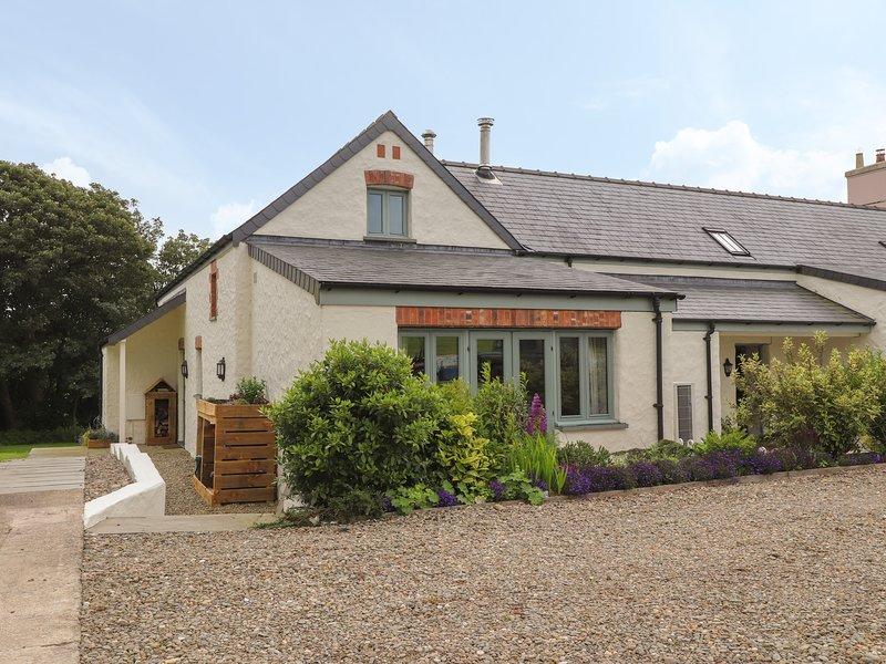 EAST BARN, 2 bedroom, Pembrokeshire, vacation rental in Fishguard
