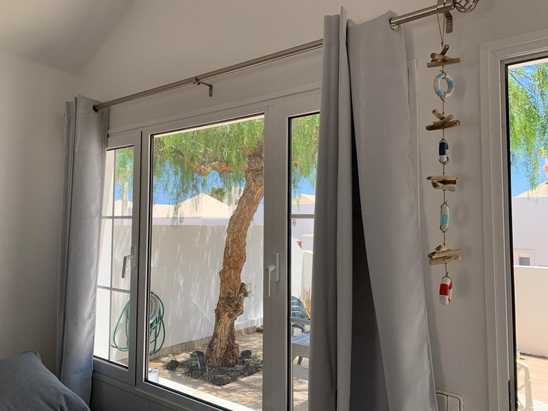 Playa Honda 2 bedroom wifi pool front of the beach, holiday rental in Playa Honda