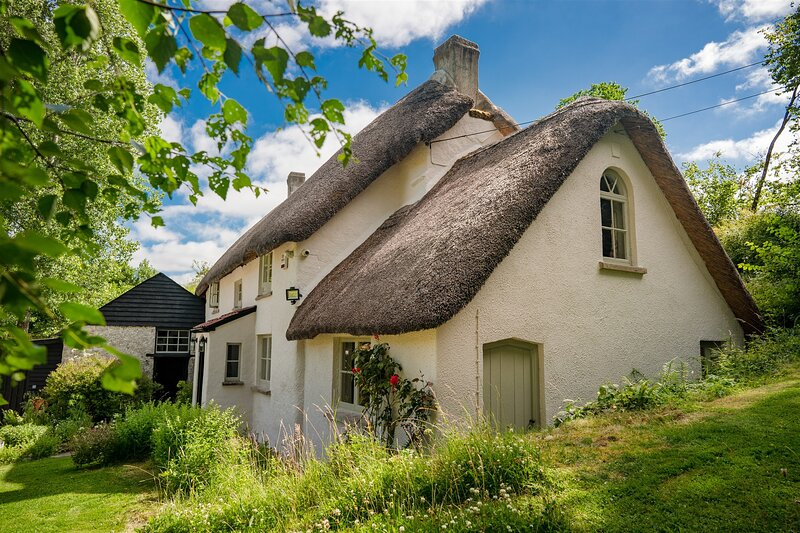 Weeke Brook - Quintessential thatched luxury Devon cottage, holiday rental in Moretonhampstead