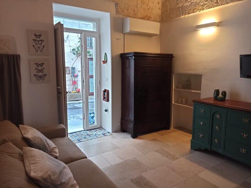 Casetta Elilu` con pietra a vista, casa vacanza a Sorbola