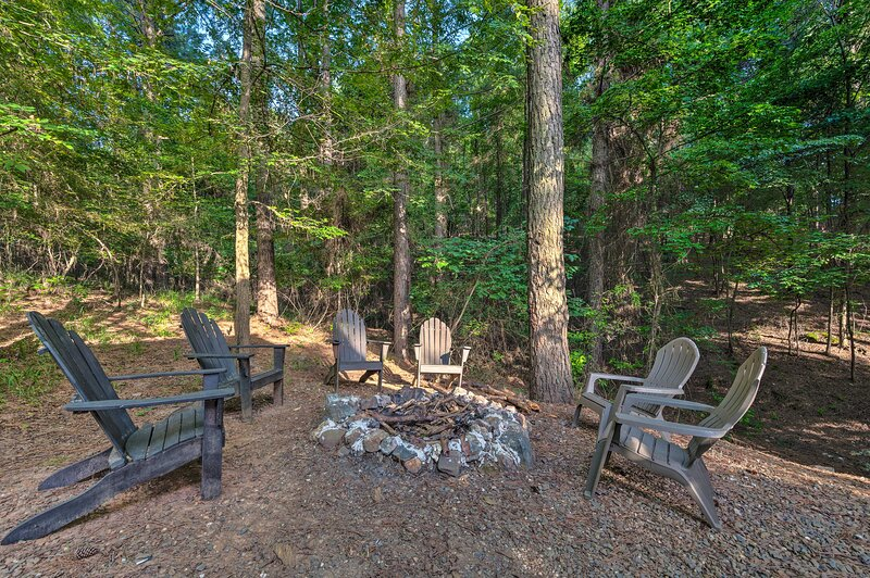 Look forward to a memorable stay at this Broken Bow vacation rental!