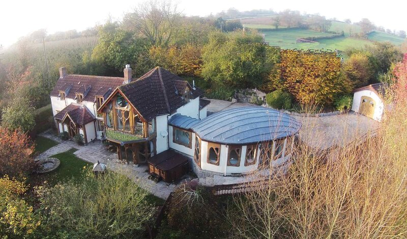 Hunter's Moon Luxury Retreat with Hot Tub near Glastonbury, vacation rental in West Pennard