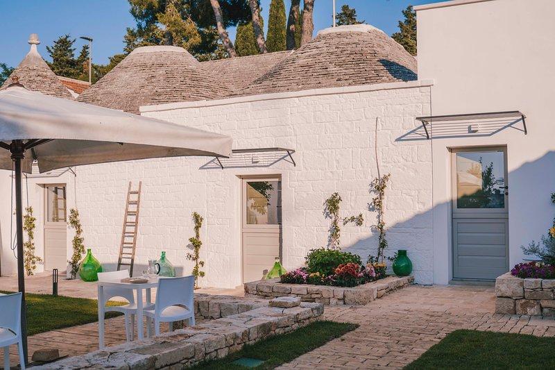 Trulli in corte - vivere in dimore storiche ad Alberobello - dimora Vite, holiday rental in Alberobello