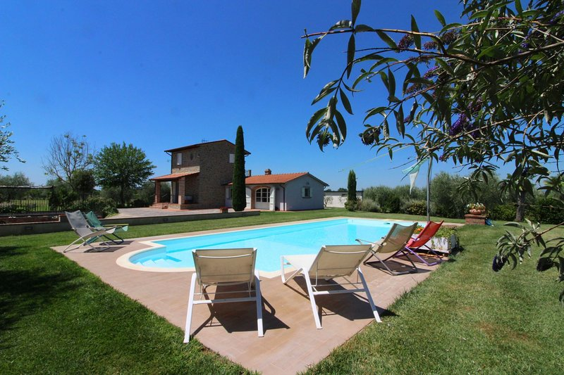 Via dei Locchi Villa Sleeps 3 with Pool and Air Con - 5861520, vacation rental in Castroncello