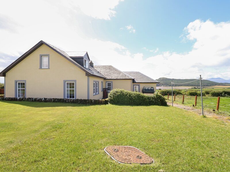 Kerrytonlia Cottage, Rothesay, Isle Of Bute, vacation rental in Brodick