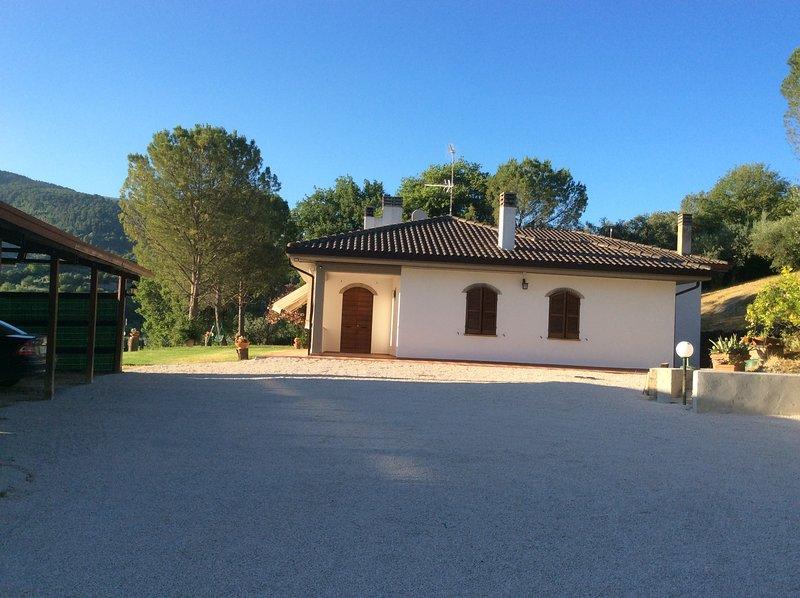 Villa di recente costruzione immersa nel verde con un meraviglioso panorama., holiday rental in Pale