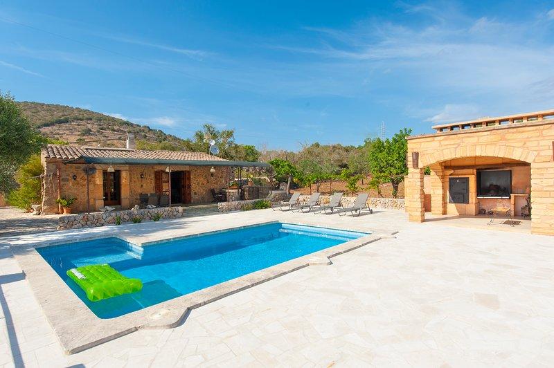 Villa para 2 personas en el campo con piscina privada, wifi, cerca de Sant Llore, holiday rental in Sant Llorenç des Cardassar
