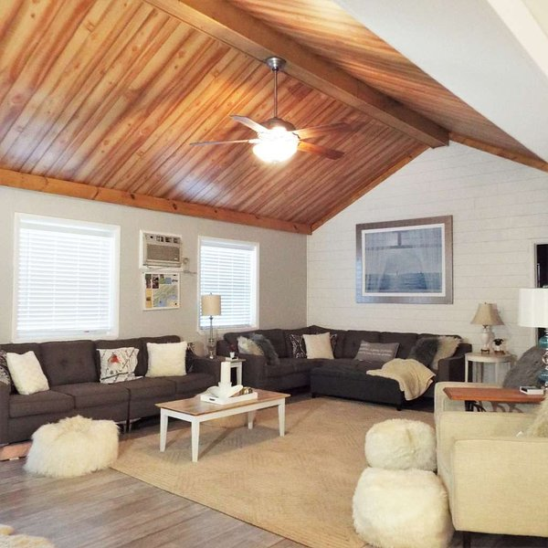 Sandy's Lake Chateau, holiday rental in Mapleton Depot
