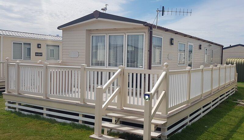 8 berth (3 Bed)Caravan on West Sands Bunn Leisure, aluguéis de temporada em Selsey