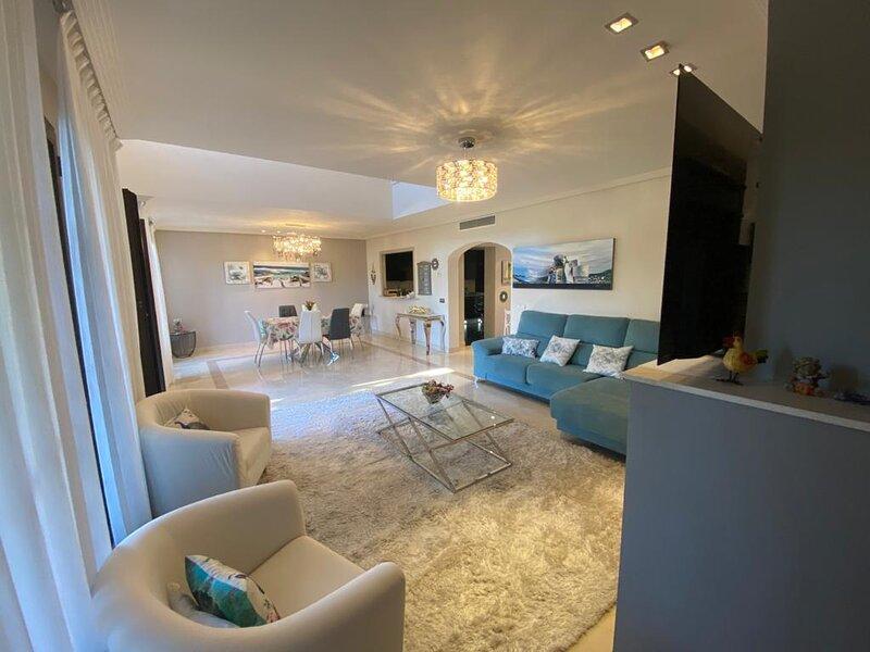 SPACIOUS TOWNHOUSE - 3 bedrooms,2 Big Pool on Lush green mountain., holiday rental in Benahavis