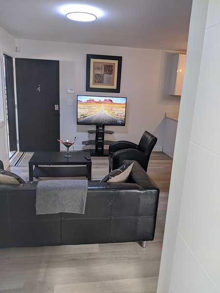 #4 - 2020 Modern 2 Bedrooms Suite w/ Private Entrance, holiday rental in Surrey