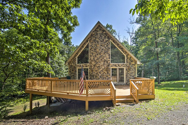 A-Frame w/ Mtn Views: 1 Mile to Whitetail Resort!, holiday rental in Fort Loudon