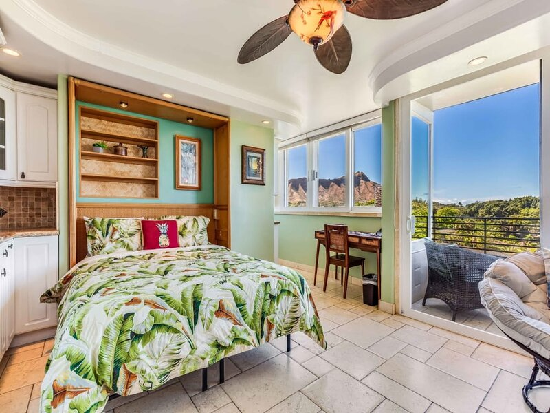 Stunning Ocean View Paradise in Waikiki w/ Kitchenette, WiFi & AC, alquiler de vacaciones en Kahala
