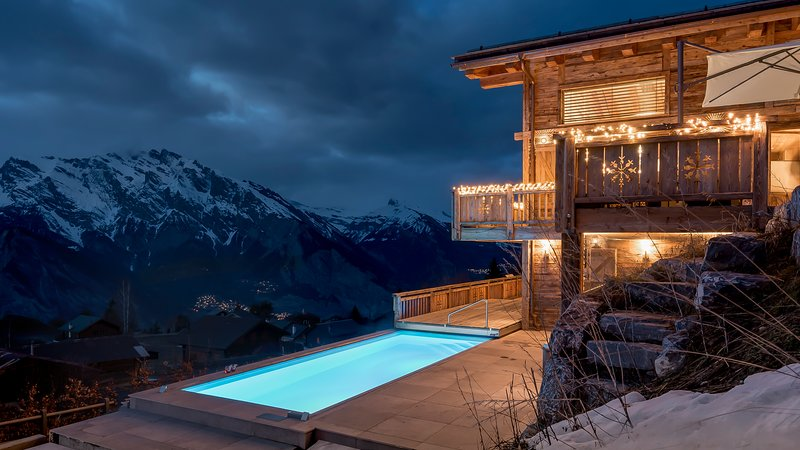 Chalet V private luxury chalet with heated pool and lift, holiday rental in Riddes