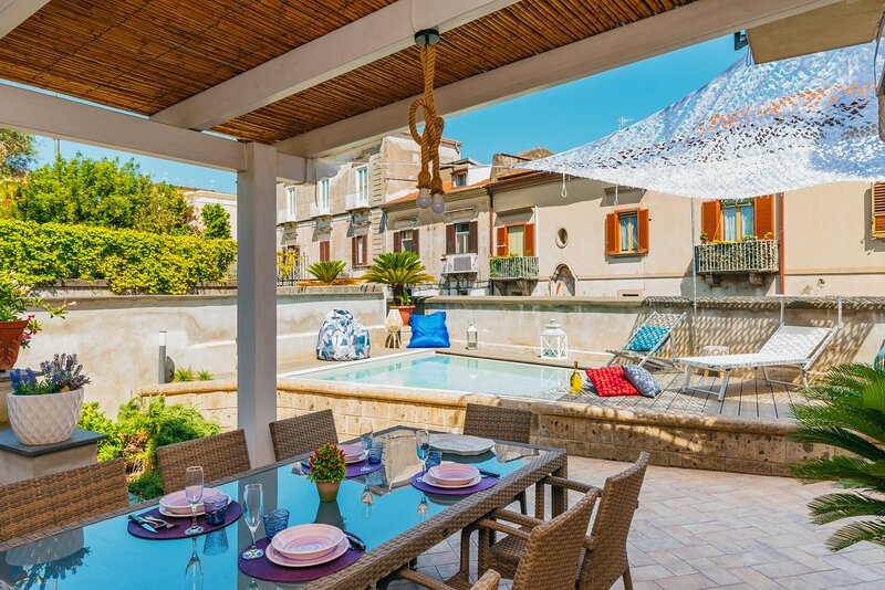 AMORE RENTALS - Villa Totti with Private Pool, Garden, Parking and Elevator, location de vacances à Sant'Agnello