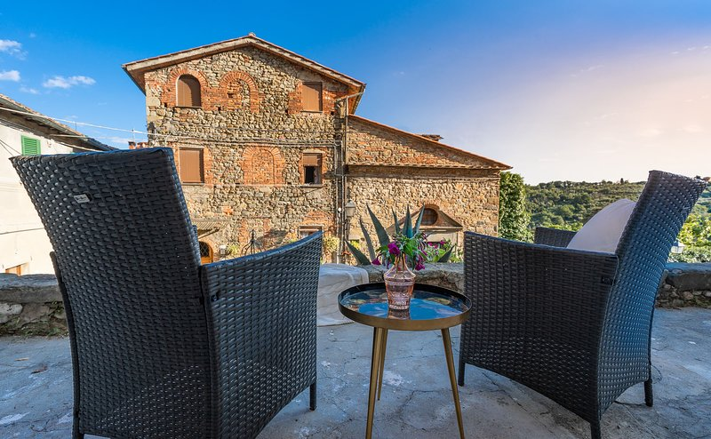 Casa Collodi - charming house with garden and jacuzzi, vacation rental in Pescia