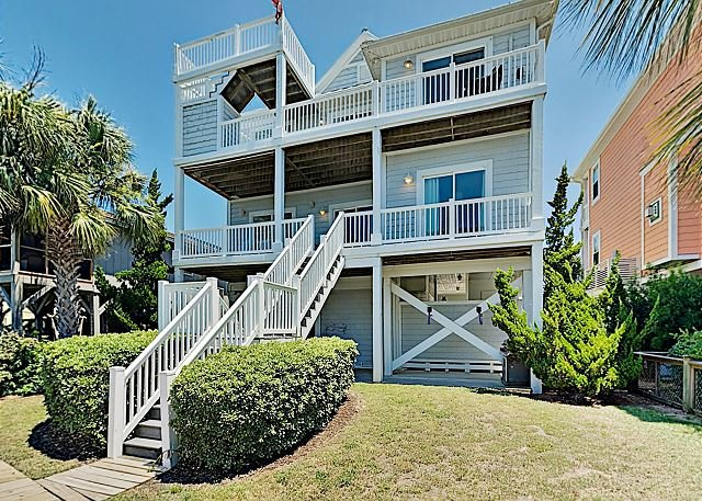 Canal Dream Home with Private Dock, Crow's Nest & Gourmet Kitchen, vacation rental in Ocean Isle Beach
