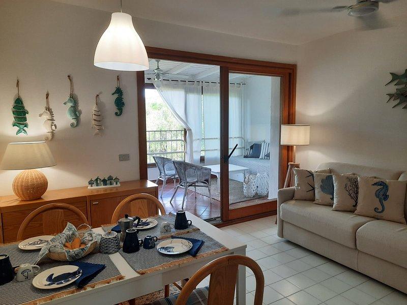 Casa sulla spiaggia di Portisco, holiday rental in Portisco