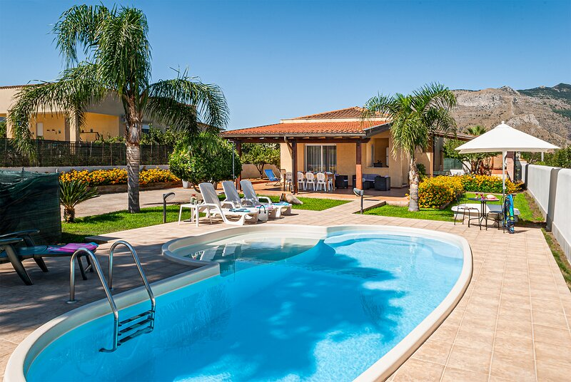 COZY VILLA WITH PRIVATE POOL: Splendid Holiday for Large Families, location de vacances à Alcamo
