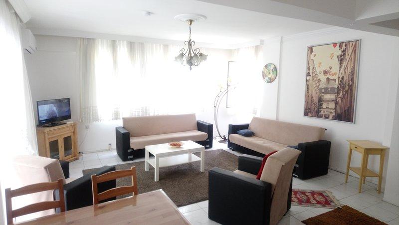 Çeşme Near the Marina 3+1 Full Spacious Flat, holiday rental in Cesme