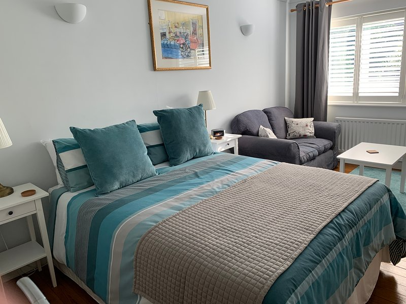 Studio 24; private room with own entrance, vacation rental in Lymington