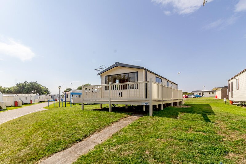 Superb 8 berth caravan for hire in Suffolk at Kessingland Beach ref 90003DW, Ferienwohnung in Henstead