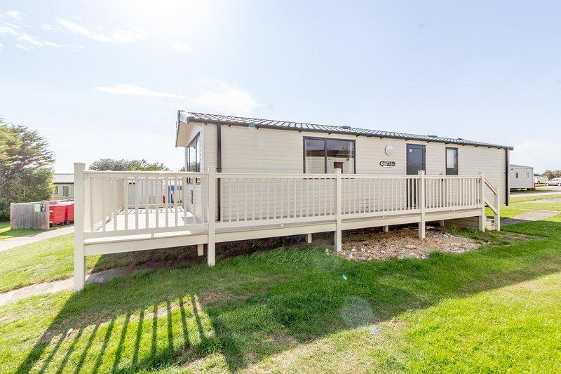 Superb 8 berth caravan for hire in Suffolk at Kessingland Beach ref 90003DW, holiday rental in Wrentham