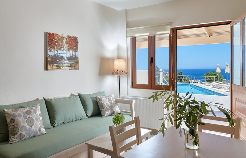 Cozy pool front apartment with sea view (Green), vacation rental in Agia Pelagia