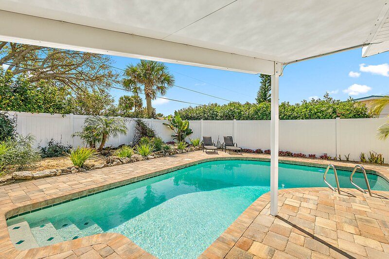 Renovated Beach House with Pool!  Walk to Ocean, holiday rental in Ormond-by-the-Sea