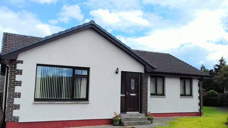 2 Bed home with private garden in the Highlands, holiday rental in Kirkhill