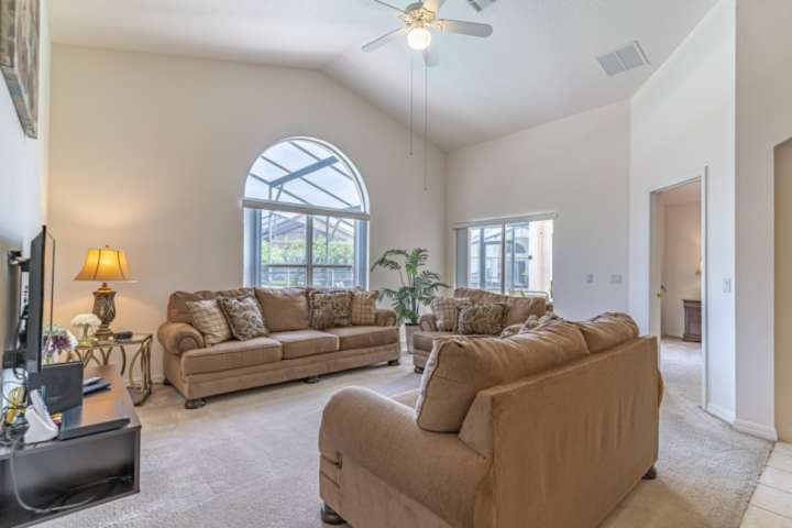 Sunlit Living Room w/Upgraded Furniture, Flat Screen TV and Pool Access