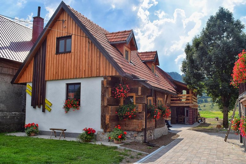 Mrkopalj Holiday Home Sleeps 8 - 5862337, location de vacances à Ravna Gora